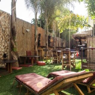 BananaBungalows_Outdoor_Courtyard_Tiki_013_Hollywood_KAB