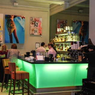 Bar-Guests_Property_CannizaroHouse