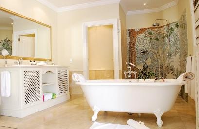 Bathroom_ElegantSuite_TLW_Con