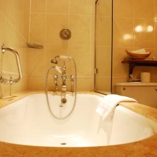 Bathtub_AgathaChristie_Rooms_Draycott