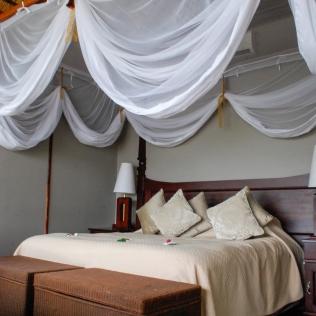 Bed_LodgeRoom_RoyalChundu
