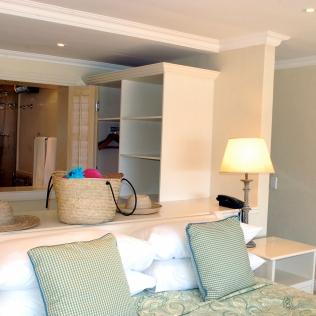 Bedroom_Bathroom_OpenPlan_ElegantSuite_TLW_LB