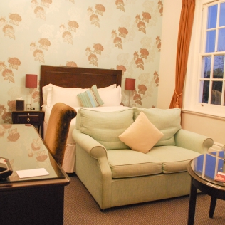 Bedroom_LargeDouble_Rooms_CannizaroHouse