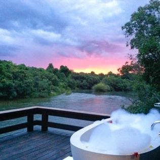 BubbleBath_Sunset_2_Details_IslandRooms_RoyalChundu
