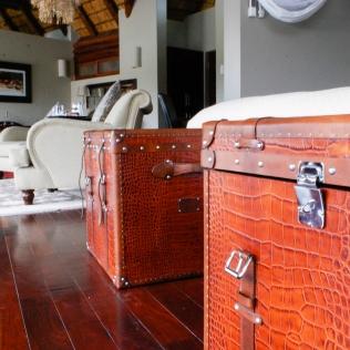 CrocodileSkinCases_Bedroom_Detail_IslandRoom_RoyalChundu