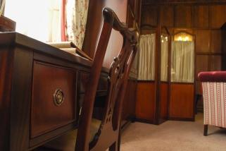 Desk_Chair_Suite_Rooms_EP