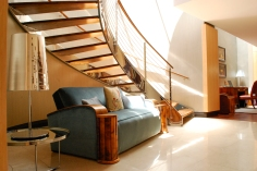 LIbraryCouch_Staircase_Property_ShamwariTownhouse