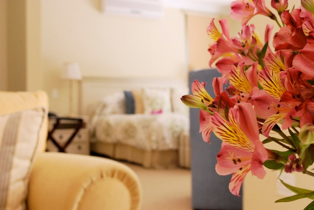 Lillies_PoolSuite_Detail_TLW_Con