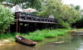 Mokoro_Deck_MainLodge_RiverView_Property_RoyalChundu