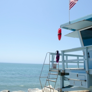 PCH_LifeguardTower_Close_AmericanFlag_23_Malibu_KAB