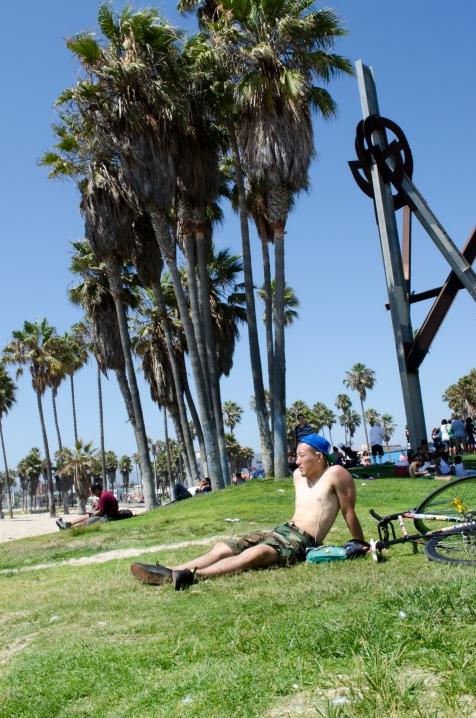 VeniceBeach_GuyWithBike_05_Venice_KAB