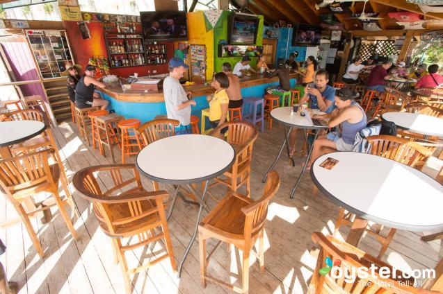 carlitos-beach-bar--v5519975-2000