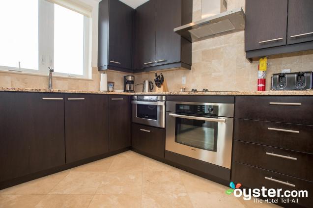 three-bedroom-oceanfront-suite-east--v3560173-2000